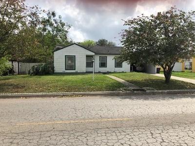 Kingsville Single Family Home For Sale: 703 E Caesar Ave