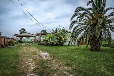 Rockport Single Family Home For Sale: 204 W Speckled Trout