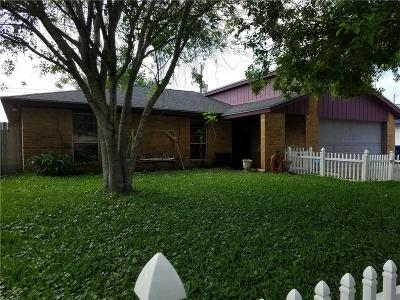 Single Family Home For Sale: 2239 Versailles Dr