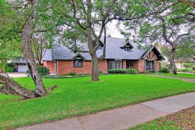 Corpus Christi Single Family Home For Sale: 22 Camden Pl