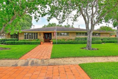 Corpus Christi Single Family Home For Sale: 444 Miramar Pl