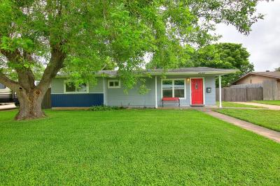 Corpus Christi Single Family Home For Sale: 4033 Little John Dr