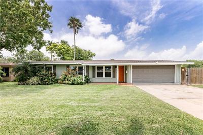 Corpus Christi Single Family Home For Sale: 502 Dolphin Pl