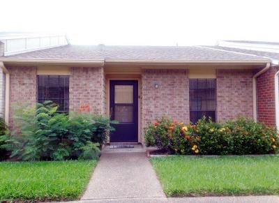 Corpus Christi Condo/Townhouse For Sale: 1818 Rodd Field #J-4