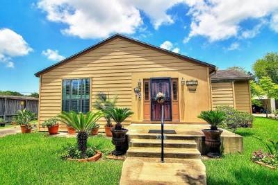 Corpus Christi Single Family Home For Sale: 3330 Floyd St
