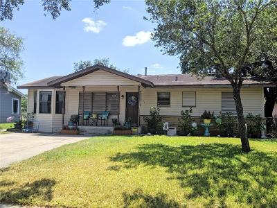 Sinton Single Family Home For Sale: 341 Woodlawn St