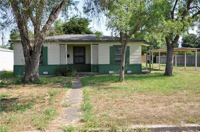 Kingsville Single Family Home For Sale: 703 E Hoffman Ave