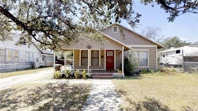 Kingsville Single Family Home For Sale: 415 E Huisache Ave