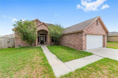 Kingsville Single Family Home For Sale: 2103 Brook Lane