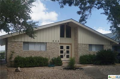 Canyon Lake Single Family Home For Sale: 806 Village Shore
