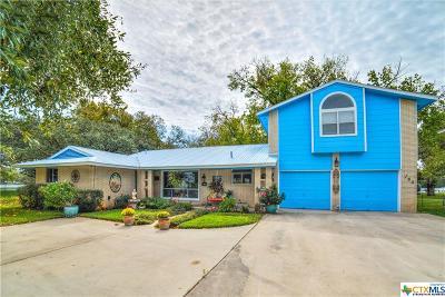 Seguin Single Family Home For Sale: 160 Lakeside
