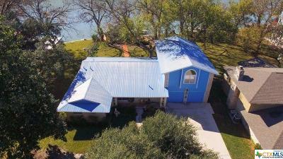 Seguin Single Family Home For Sale: 160 Lakeside Drive