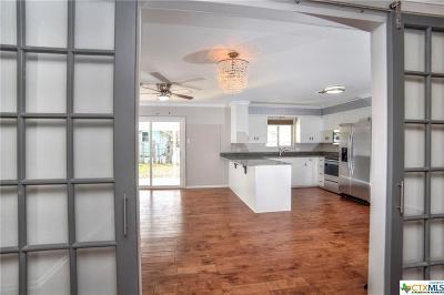 Seguin Single Family Home For Sale: 617 E Krezdorn