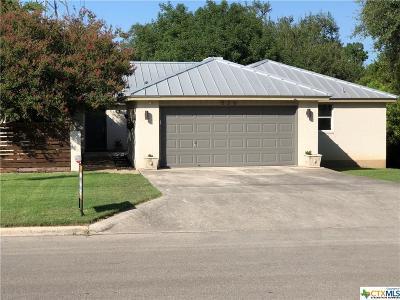 New Braunfels Single Family Home For Sale: 526 Oakwood