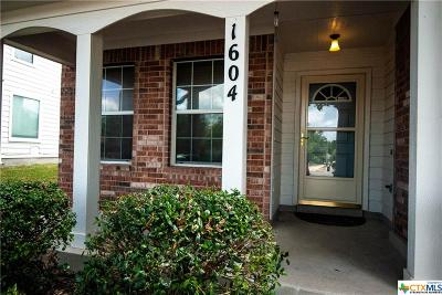 Schertz Single Family Home For Sale: 1604 Shady Brk