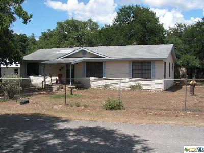 Canyon Lake Single Family Home For Sale: 127 Oakridge