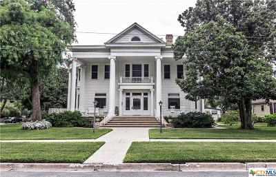 Single Family Home For Sale: 301 N Vine