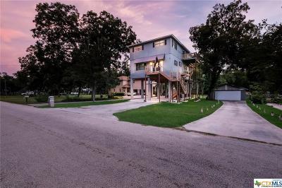 Seguin Single Family Home For Sale: 122 Lakeside