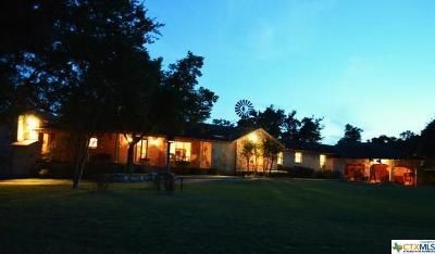 Single Family Home For Sale: 898 NE Logans Way