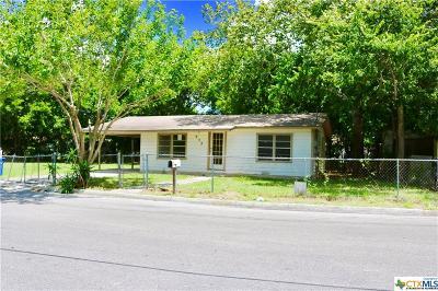 Seguin Single Family Home For Sale: 952 Anderson