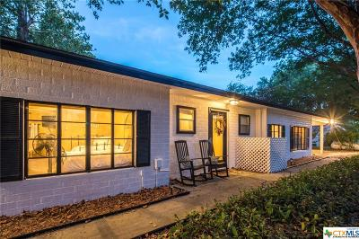 Seguin Single Family Home For Sale: 350 Meadow Lake Drive