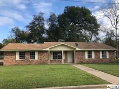 Milam County Single Family Home For Sale: 805 N Washington Avenue