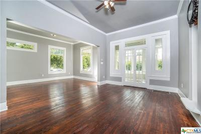 Seguin Single Family Home For Sale: 530 N Bowie
