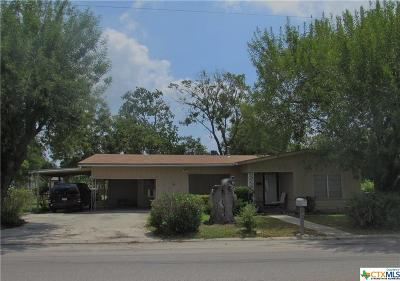 Seguin Single Family Home For Sale: 2015 N Guadalupe