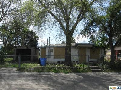 Seguin Single Family Home For Sale: 511 Riley Street