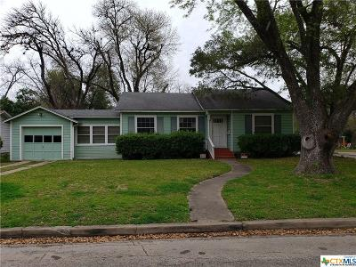 Seguin Single Family Home For Sale: 1026 E Humphreys