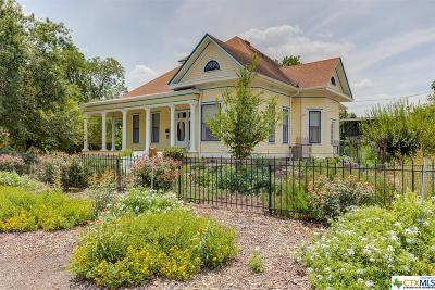 Seguin Single Family Home For Sale: 520 N Milam