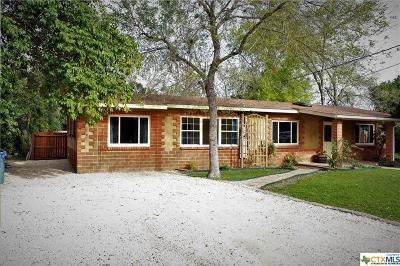 Seguin Single Family Home For Sale: 527 N Vaughan