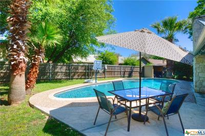 Seguin Single Family Home For Sale: 305 Cheshire Circle