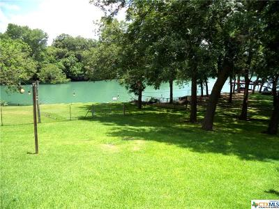 Seguin Single Family Home For Sale: 282 Meadow Lake Drive