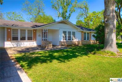 Seguin Single Family Home For Sale: 622 E College Street