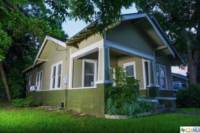 Seguin Single Family Home For Sale: 211 E Kingsbury Street