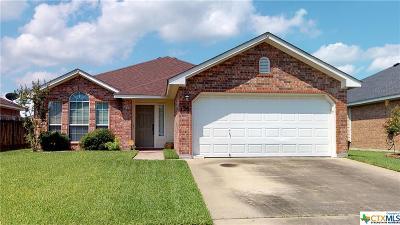 Single Family Home For Sale: 120 Riata