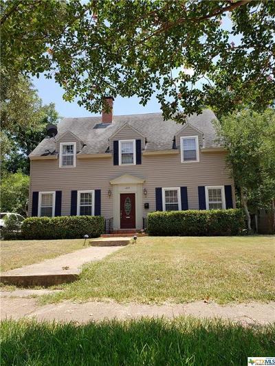Gatesville Single Family Home For Sale: 1210 E Leon Street