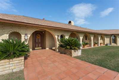 Brackettville, Del Rio, Comstock Single Family Home ACTIVE: 16632 Us Hwy 90 - 174.62 Acres