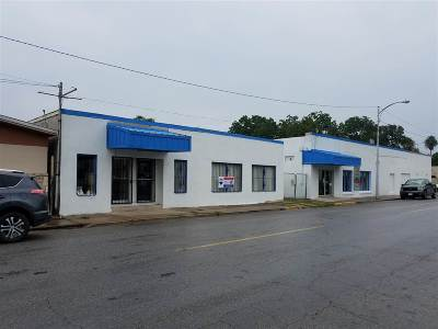 Brackettville, Comstock, Del Rio Commercial ACTIVE: 904, 908, 910 S Main St.