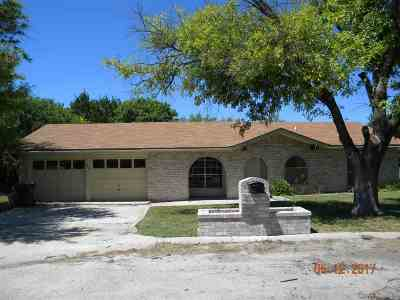 Brackettville, Del Rio, Comstock Single Family Home UNDER CONTRACT-OPTION: 123 Yvonne Drive