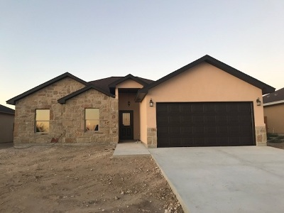 Brackettville, Del Rio, Comstock Single Family Home UNDER CONTRACT-OPTION: 307 Javier Dr