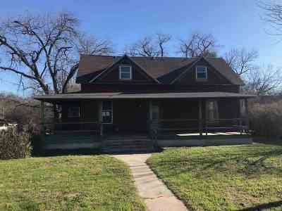 Brackettville, Del Rio, Comstock Single Family Home UNDER CONTRACT-OPTION: 709 Spring St.