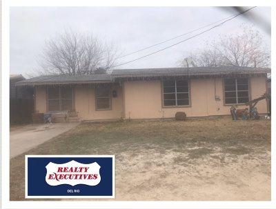 Brackettville, Del Rio, Comstock Single Family Home ACTIVE: 806 E 7th St.