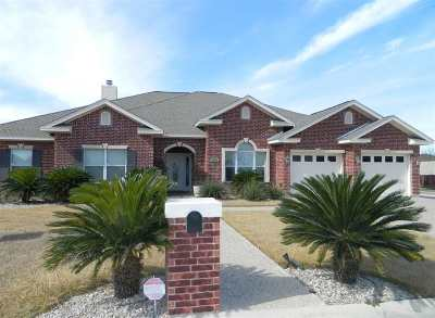 Single Family Home ACTIVE: 404 Far Hills
