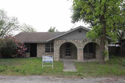 Brackettville, Del Rio, Comstock Single Family Home UNDER CONTRACT-OPTION: 515 W Bean St.