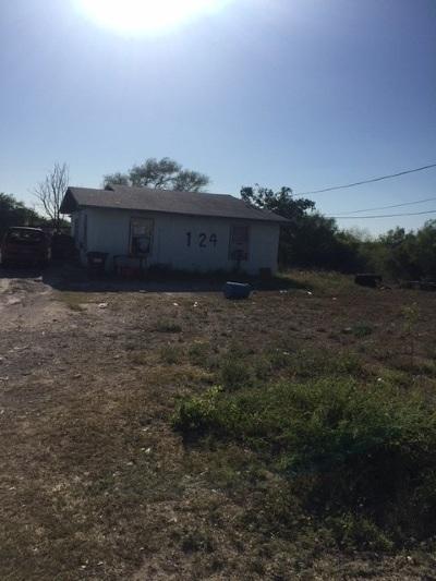 Brackettville, Del Rio, Comstock Single Family Home ACTIVE: 124 Nannette Dr