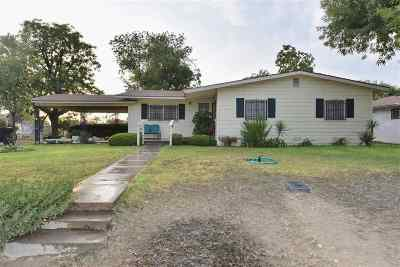 Brackettville, Del Rio, Comstock Single Family Home UNDER CONTRACT-OPTION: 404 E Bean