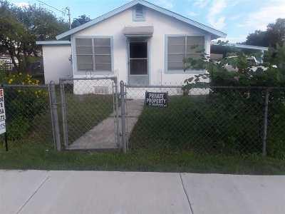Brackettville, Del Rio, Comstock Single Family Home ACTIVE: 407 E De La Rosa