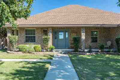 Single Family Home UNDER CONTRACT-OPTION: 108 Saddle Blanket Trail